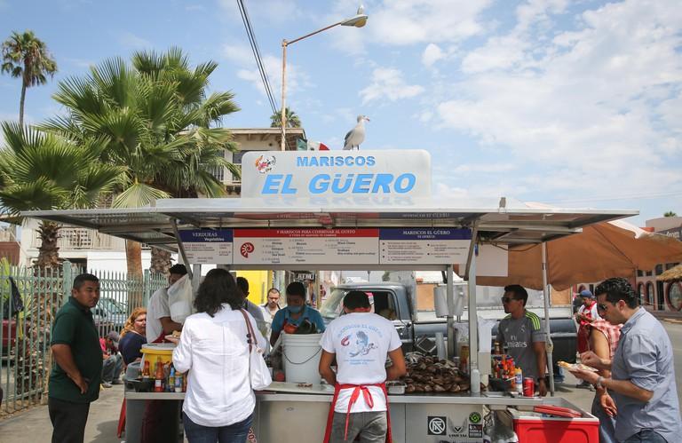 F26DRF Mariscos El Guero seafood stand in Ensenada, Mexico