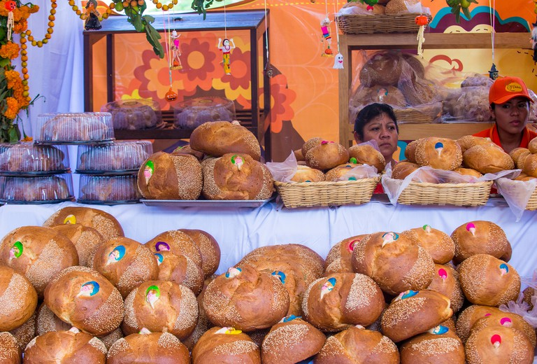 F73GJC Women selling traditional Mexican Bread called Bread of the Dead in Oaxaca Mexico