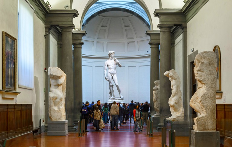FBJWW7 Florence. Italy. Tourists visit Michelangelo's statue of David at the Galleria dell'Accademia museum. Gallery of the Academy of Florence.