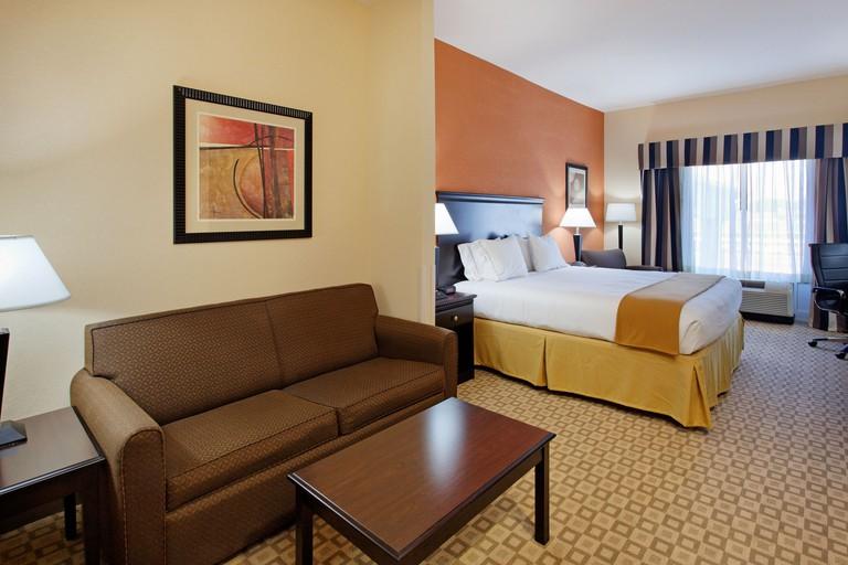 Holiday Inn Express Hotel & Suites Talladega, an IHG Hotel