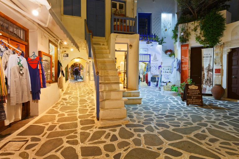 H3MM8H Shops in the old town of Naxos