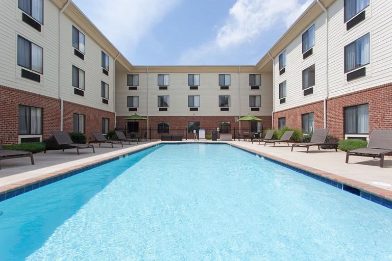 Holiday Inn Express Charles Town_88849431