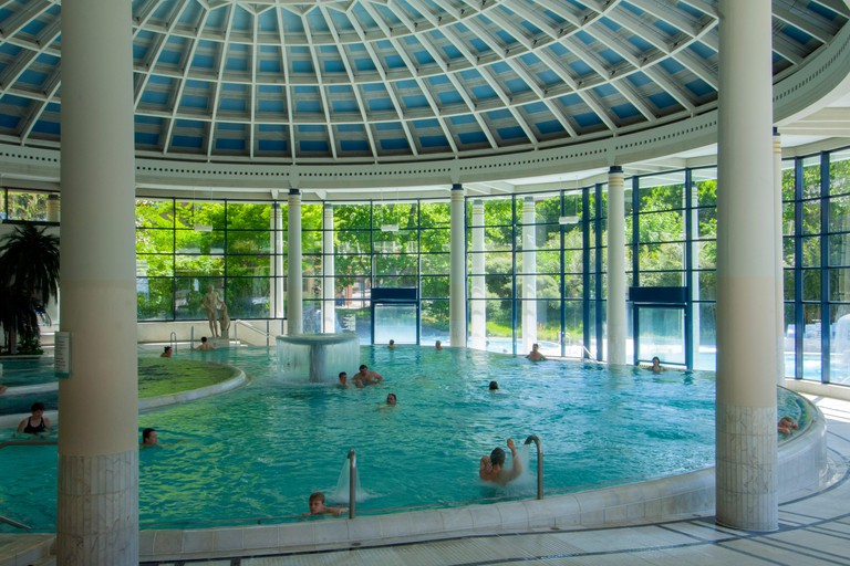 BRD, Baden-Wurttemberg, Baden-Baden, Caracalla Therme, ein Thermalbad, das 1983 bis 1985 nach Planen des Freiburger Architekten Hans-Dieter Hecker erb