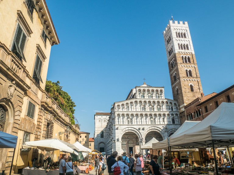 Cathedral of St Martin (San Martino), Piazza Antelminelli, on a market day in the walled city of Lucca, Tuscany, Italy