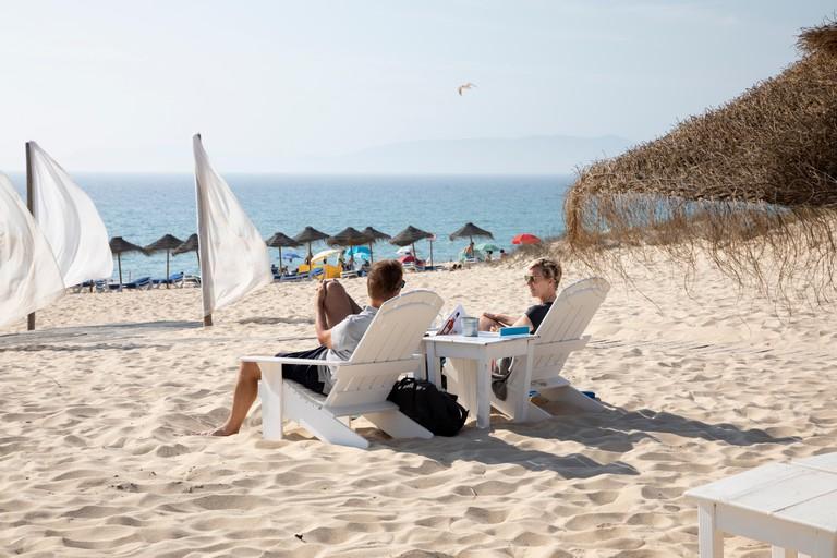 Beach bar on Praia da Comporta in afternoon sun, Comporta, Troia peninsula, Setubal district, Lisbon region, Portugal, Europe