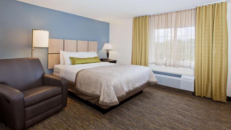 Sonesta Simply Suites Chicago Waukegan_95253019