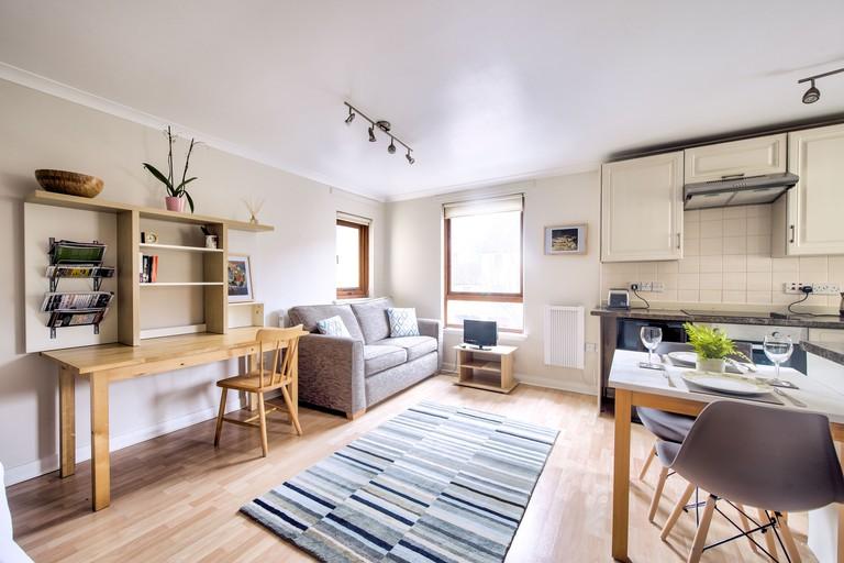 Stunning Studio Apartment Dean Village