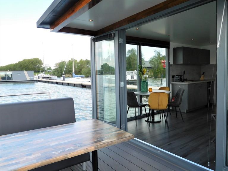 Houseboat Schellingwouderdijk