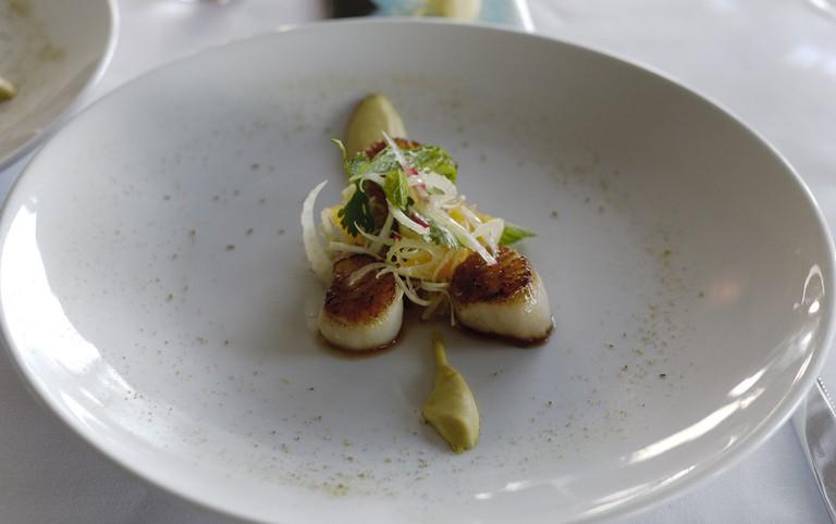 Scallops at The White House Restaurant, Wellington | ©smalljude/Flickr