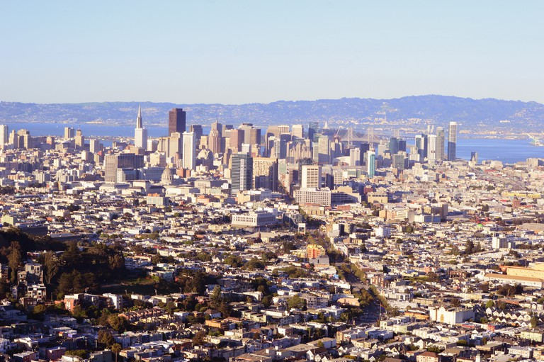 Sunset view of San Francisco downtown © DARSHAN SIMHA
