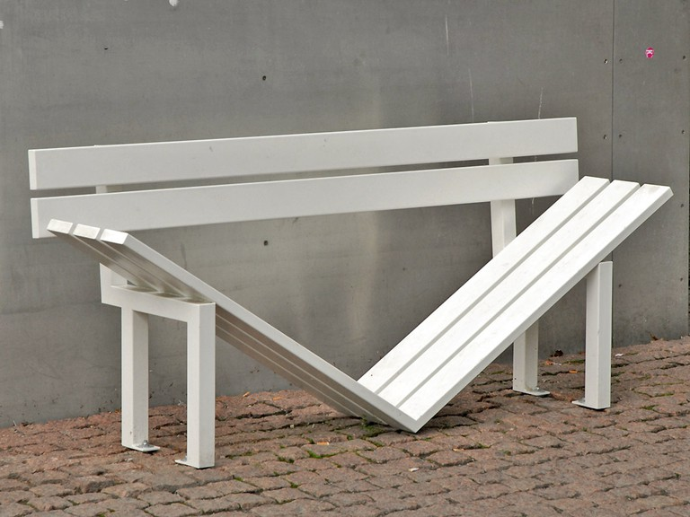 Jeppe Hein, Modified Social Benches, 2005