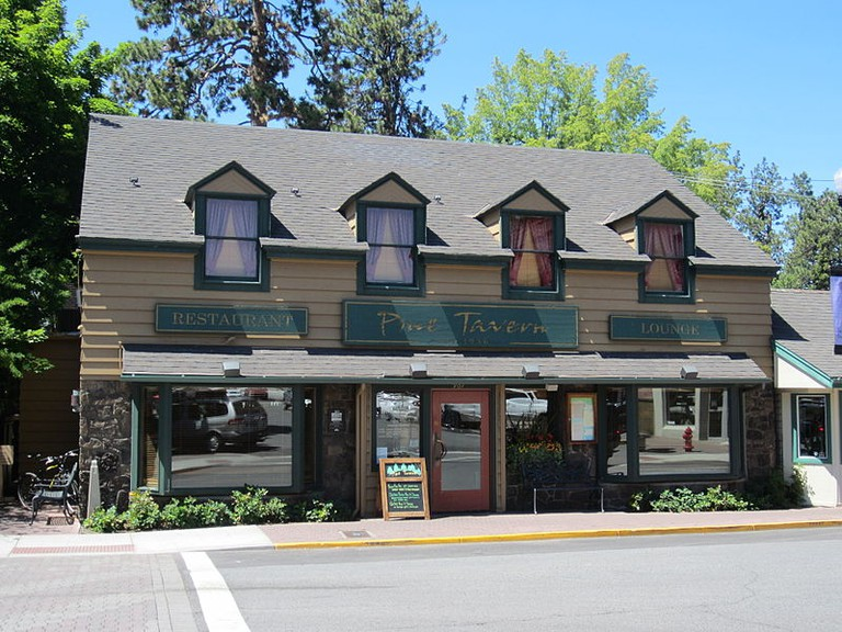 Pine Tavern | © Another Believer/WikiCommons
