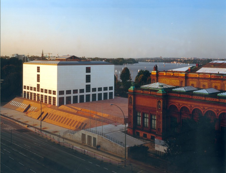 Blick auf Galerie der Gegenwart und Gründungsbau
