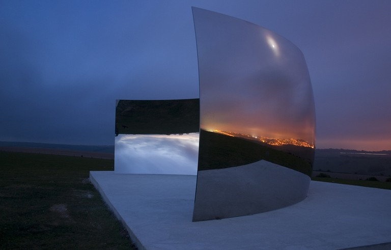 C-Curve - Anish Kapoor | © Dominic Alves/Flickr