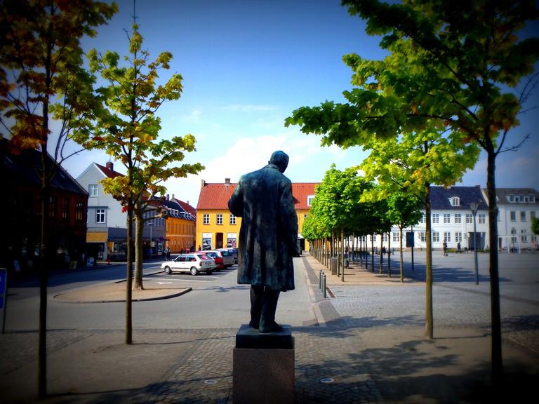 Kaj Munk statue, Maribo, Denmark |© Insights Uncpoken/Flickr