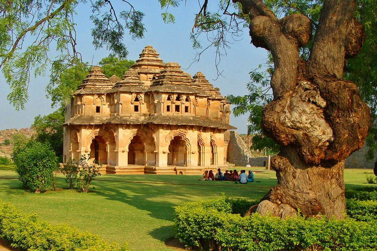Lotus Mahal, Karnataka, India © Pixabay