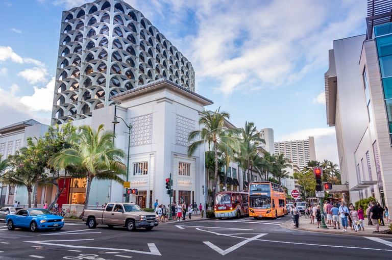Busy intersection in the evening along the famous Kalakaua shopping district I