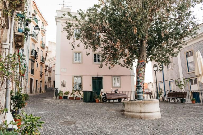 Watson - Portugal - Lisbon - Largo dos trigueiros, Mouraria
