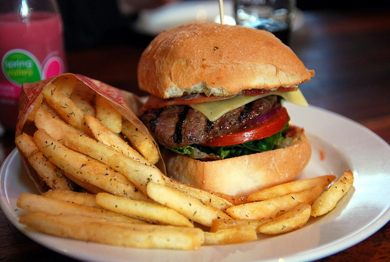 The Refinery offers a selection of burgers as part of its menu | © Alpha/Flickr