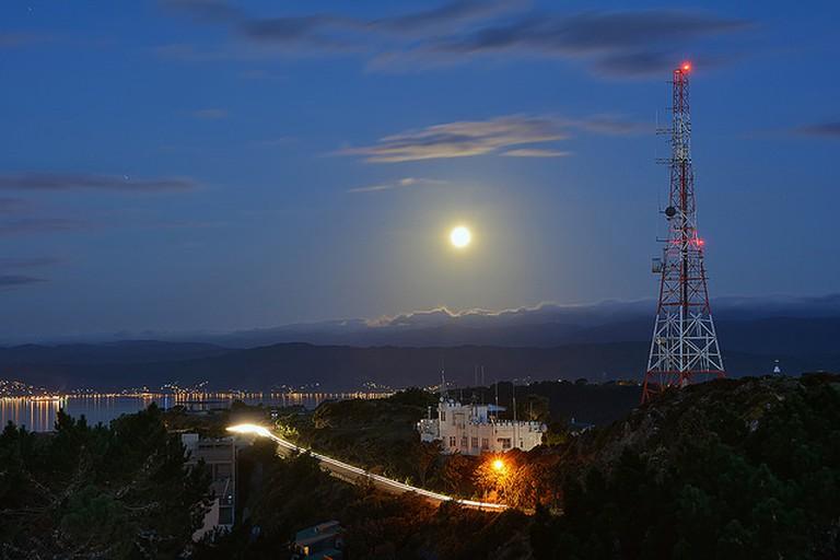 Moonlight shadows in Wellington I © Peter Kurdulija/FLickr