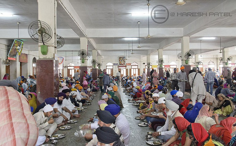 LANGAR, GOLDEN TEMPLE, AMRITSAR | © Haresh Patel/Flickr