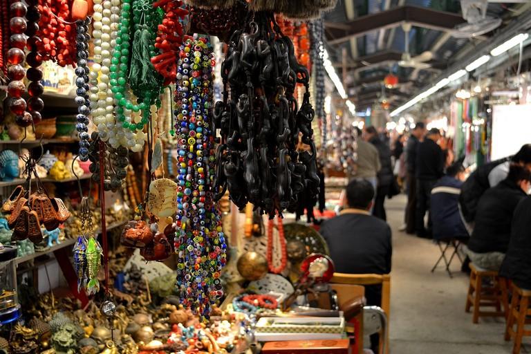 Jade Market Trinkets © David Boté Estrada/Flickr
