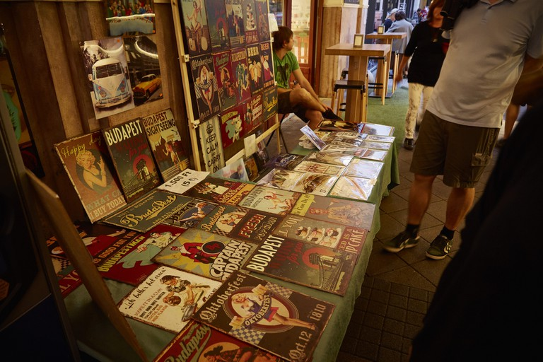 Flea Market Stall | © Vilmos Vincze/Flickr