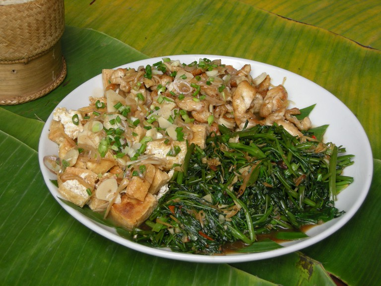 Laos cuisine [ © einalem/Wikimedia ]