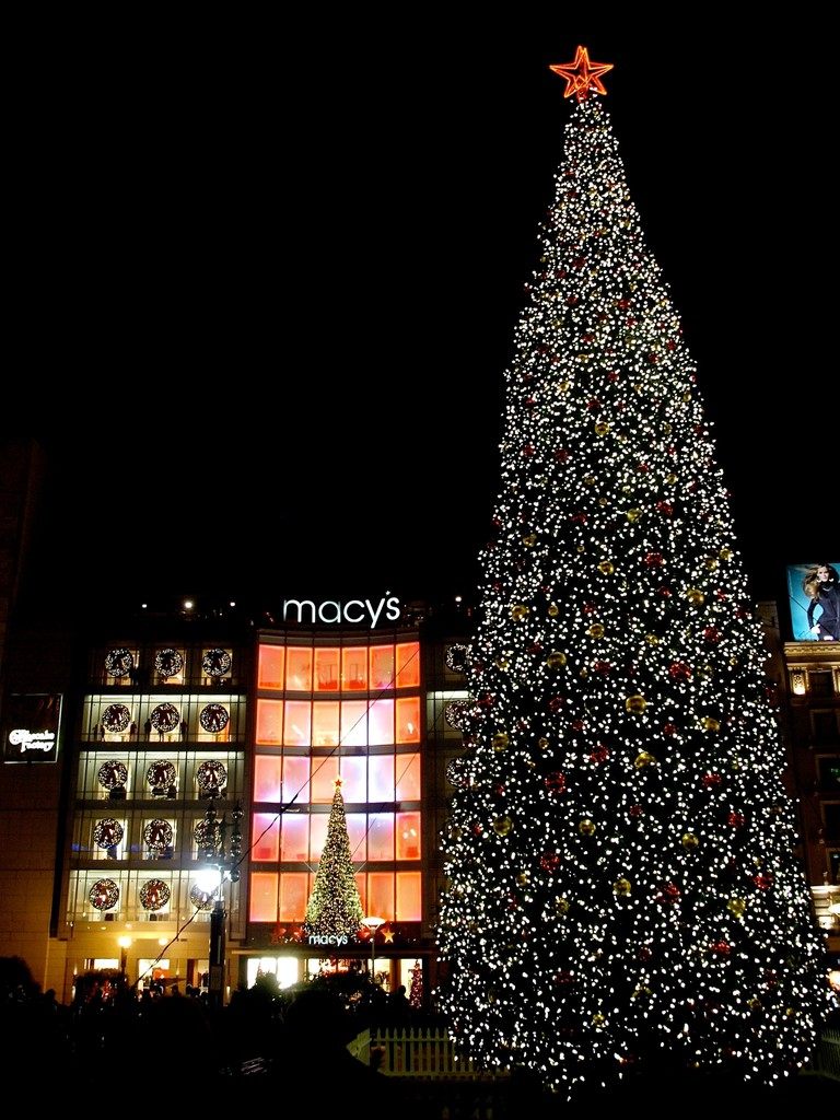 Macy's Holiday Tree at Union Square © Ingrid Taylar/Flickr