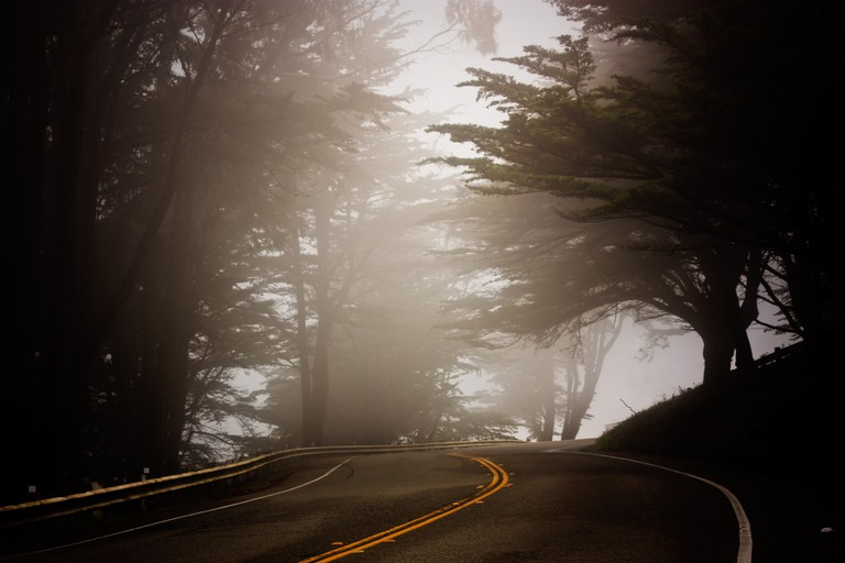A beautiful foggy road | © Mkrause/Pixabay