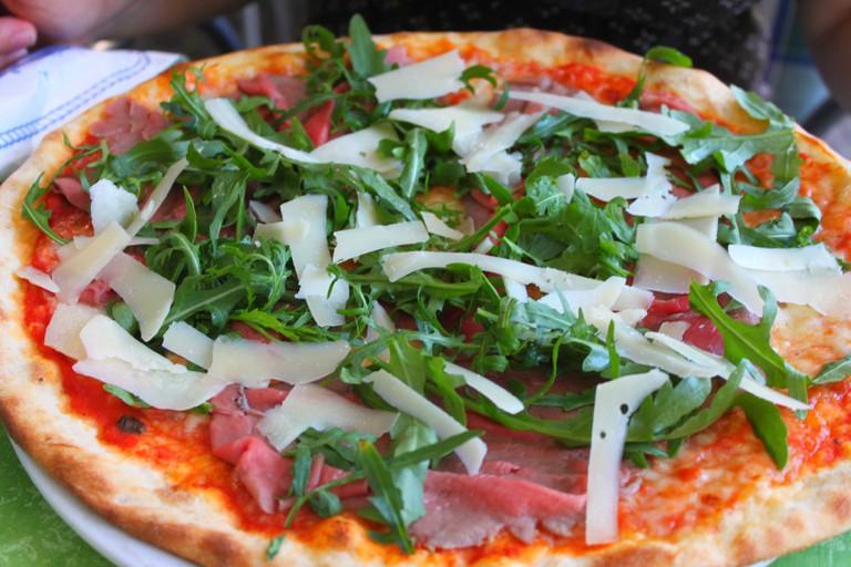 Pizza_Rucola [ © Benreis/Wikimedia ]