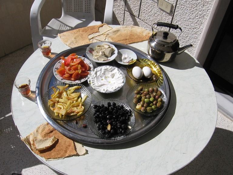 Syrian_breakfast [ © Daniel Ersdel/Wikimedia ]