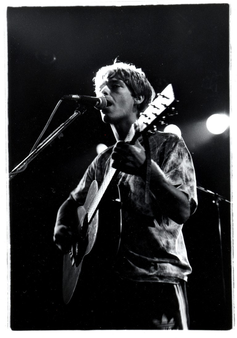 Mavers performing with the La's, Club Quatro, Japan 1991