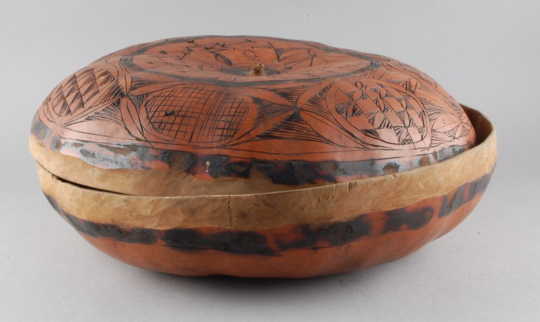 Wooden bowl and lid