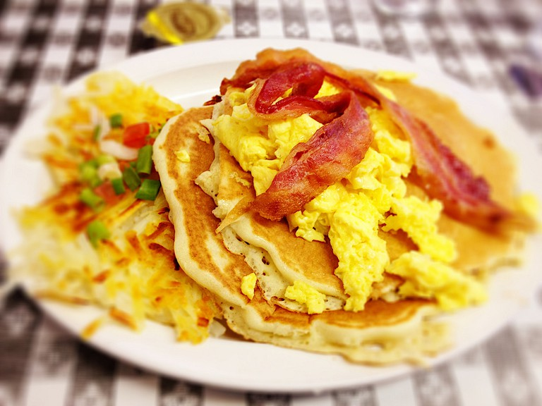 Breakfast pancake with bacon and egg | © Nick Loyless/Flickr