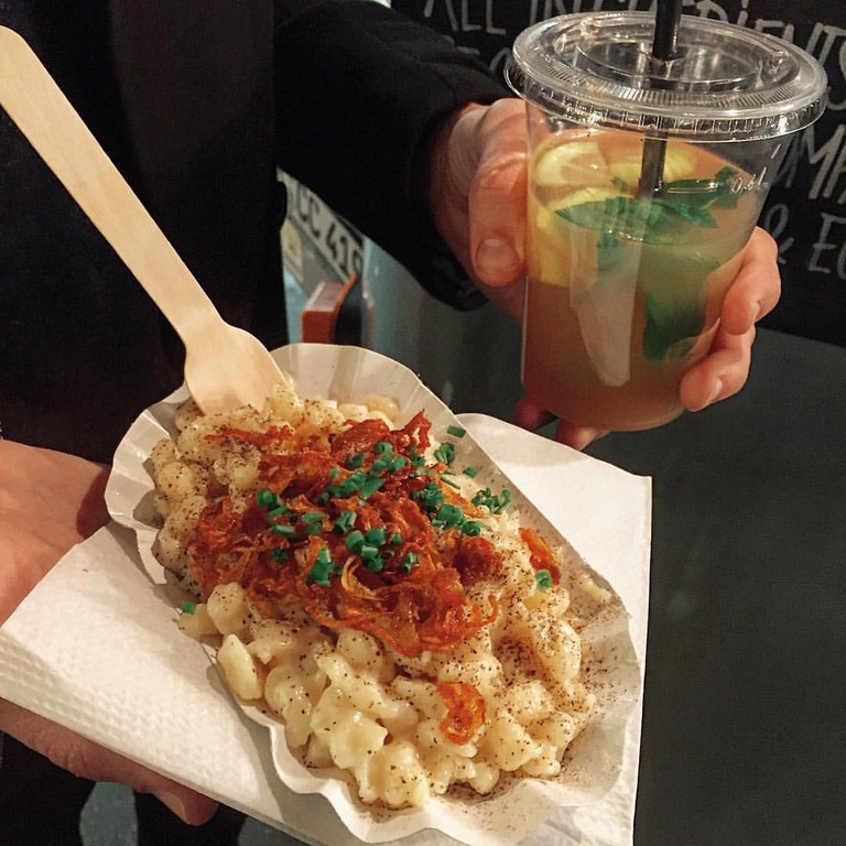 Käse spatzle and apple mint iced tea | © FoodieBerlin