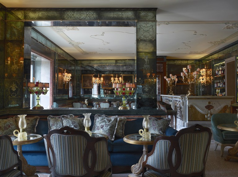 Bar Longhi guarantees an excellent selection of sophisticated drinks