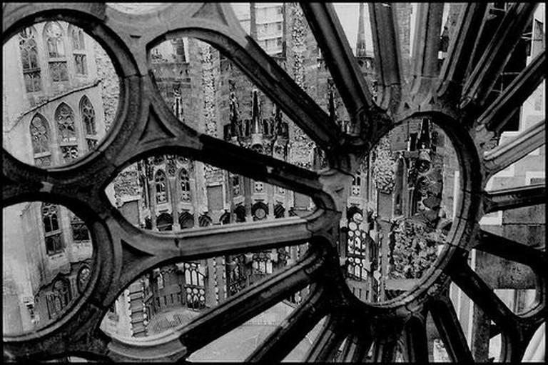 Sagrada Familia through glass| © Oh-Barcelona.com/Flickr