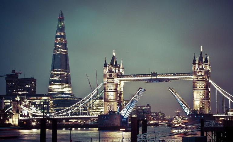 Tower Bridge at night with The Shard behind | © Sam Valadi / Flickr