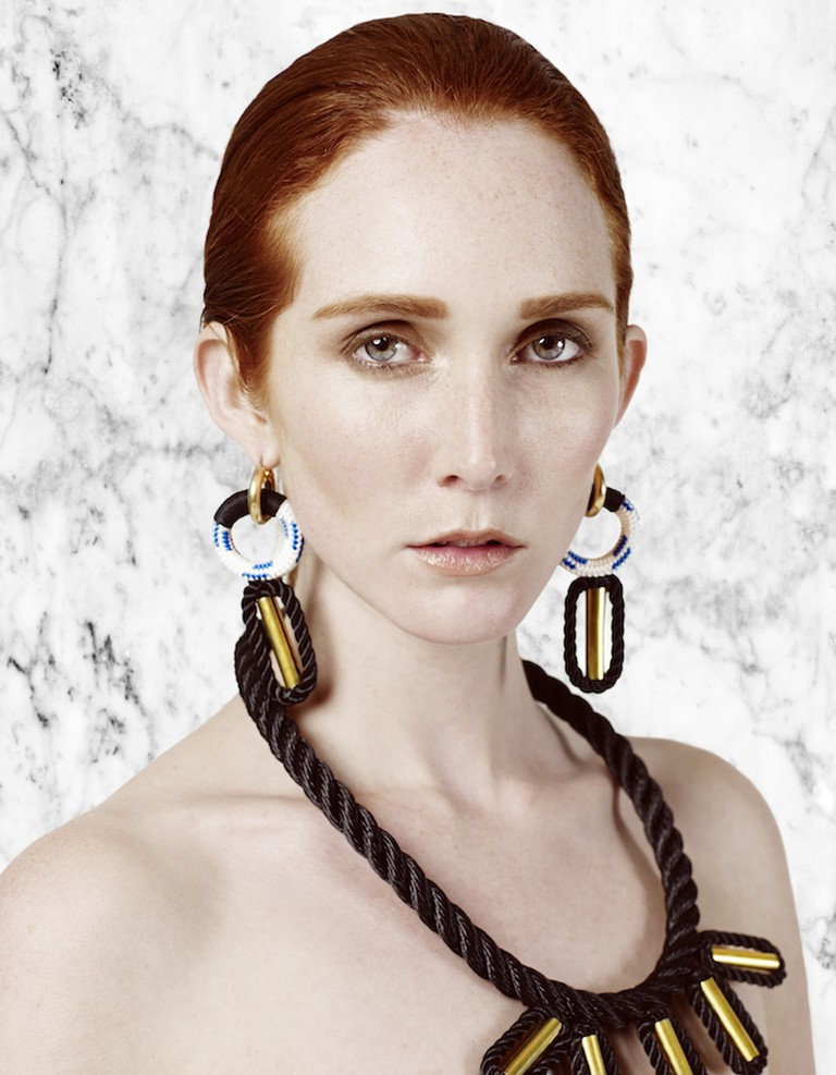 PICHULIK's 2 Moons Earrings and Memphis Collar | © Travys Owen