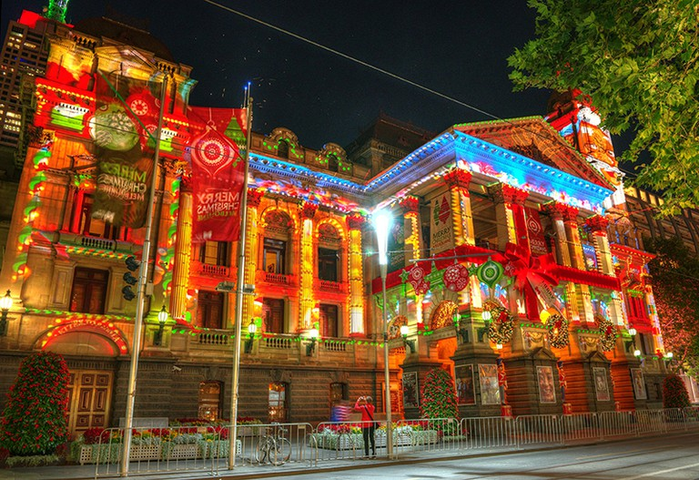 Christmas Projection at Melbourne Town Hall ©Chris Phutully/Wikimedia Commons