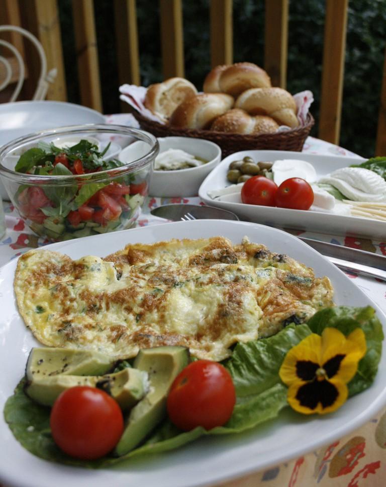 Israeli breakfast   © shira gal/Flickr