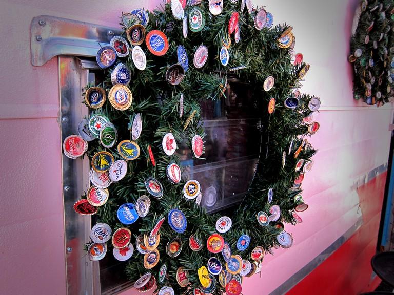 Beer Top Christmas Wreath | © Nan Palmero/Flickr