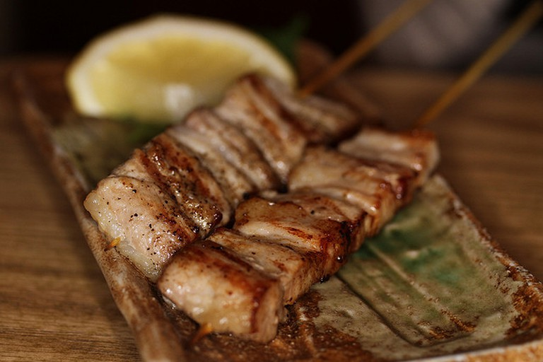 Pork belly skewer © David Long/Flickr