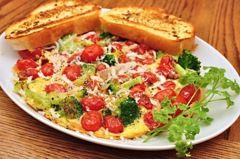 Tomato broccoli frittata   © jeffreyw/Flickr