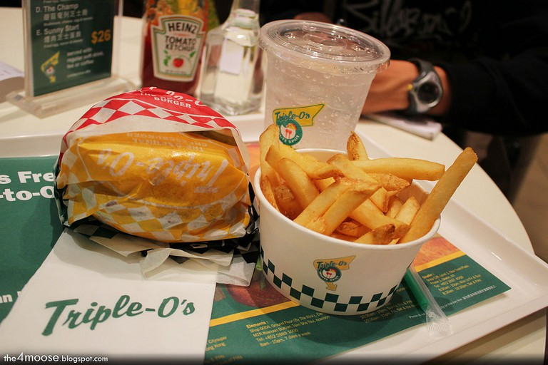 Triple O Classic Burger Meal © Richard Lee/Flickr