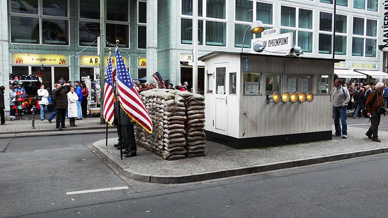 Checkpoint Charlie | © Guido Radig/WikiCommons