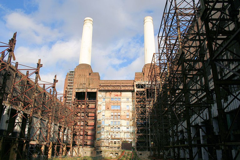 Inside Battersea Power Station | © Ian Mansfield / Wiki Commons