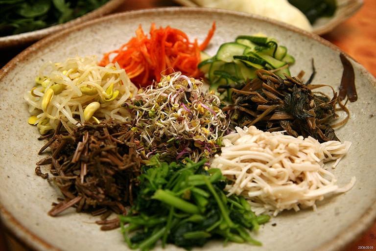 Bibim ssambap ingredients| © Jinho Jung/WikiCommons