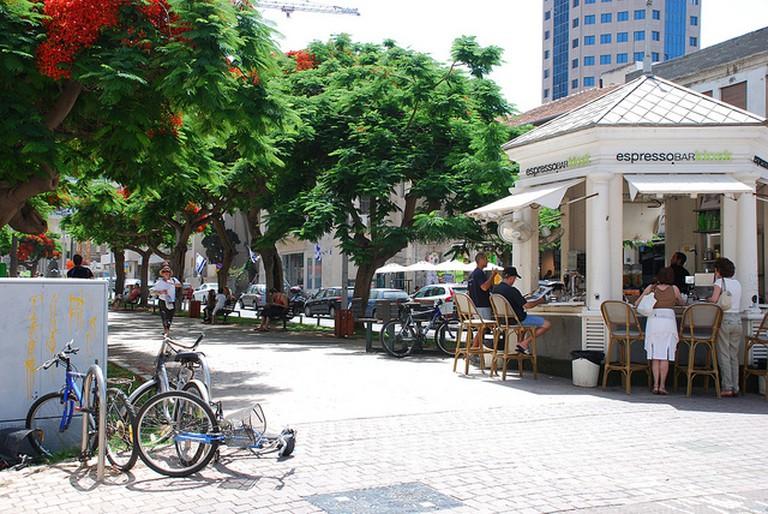 Kiosk at the corner of Herzl street I ©StateofIsrael/Flickr